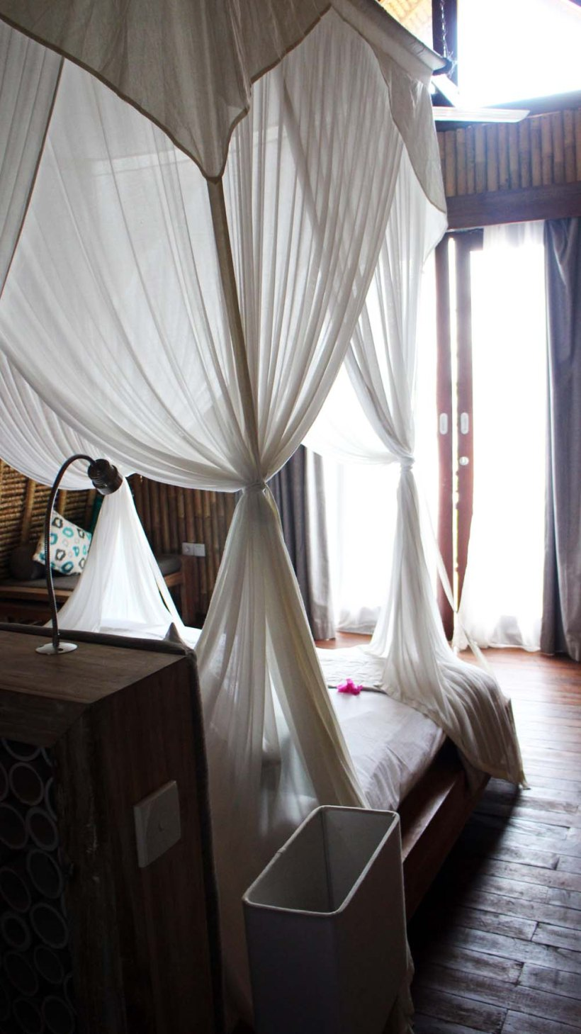 Four poster bed, The Reef Resort. Gili Meno